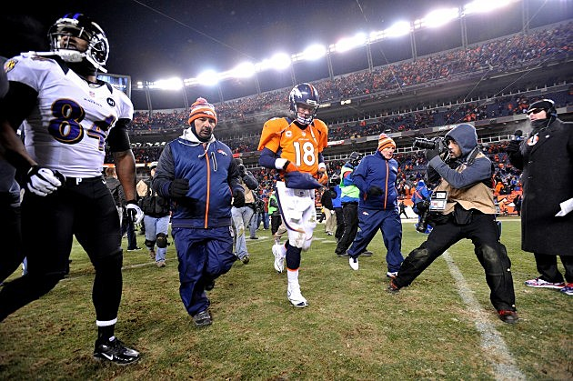 Peyton Manning Walks Off the Field After Broncos Loss to Raves