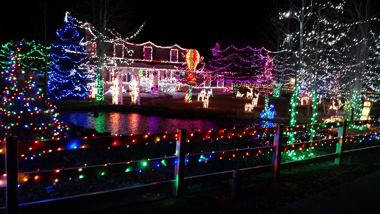 Who Offers The Best Tacky Lights Tour In Richmond